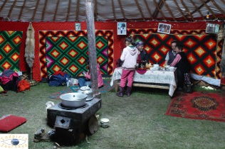 mongolian-tent-interior-2